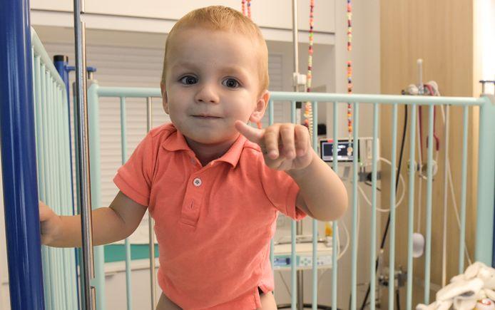 Mathis (1,5) heeft een neuroblastoom, een kwaadaardige tumor in zijn zenuwstelsel.