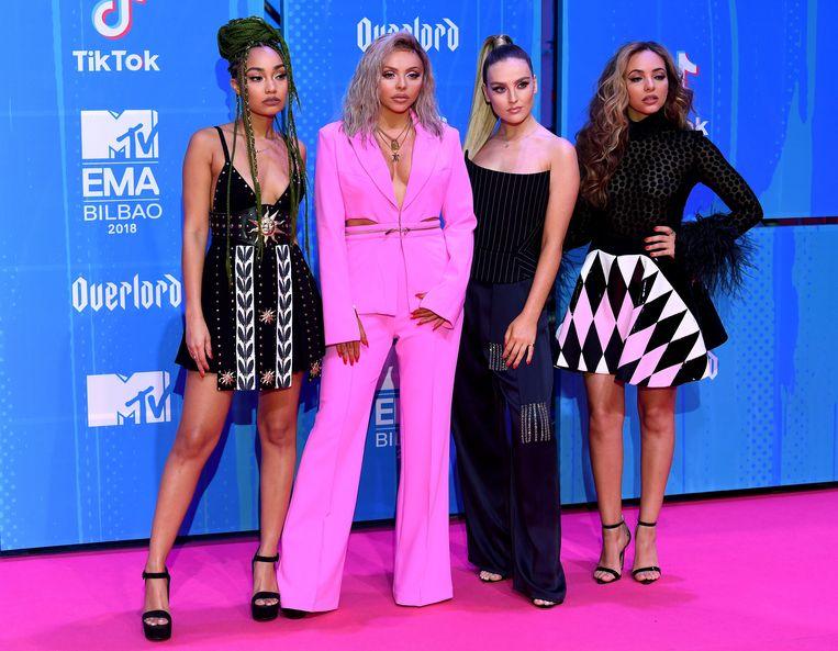 Leigh-Anne Pinnock, Jesy Nelson, Perrie Edwards en Jade Thirlwall van Little Mix kiezen voor zwart én felroze.