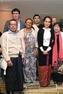 In december 2019 ontmoetten Jim Oosterhof (2e van links) en Chomar Oosterhof (derde van links) Aung San Suu Kyi (derde van rechts) in Den Haag toen de Birmese president moest getuigen voor het Internationaal Strafhof in de genocidezaak over de Rohingya.