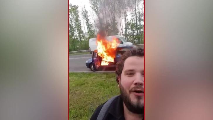 Jelle filmt eigen autobrand en gaat viraal