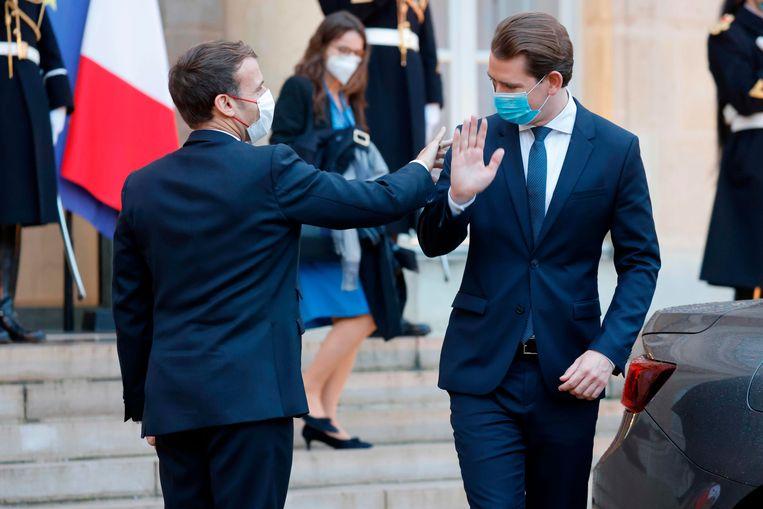 Emmanuel Macron en Sebastian Kurz eerder deze week in Parijs. Beeld Ludovic Marin/AFP