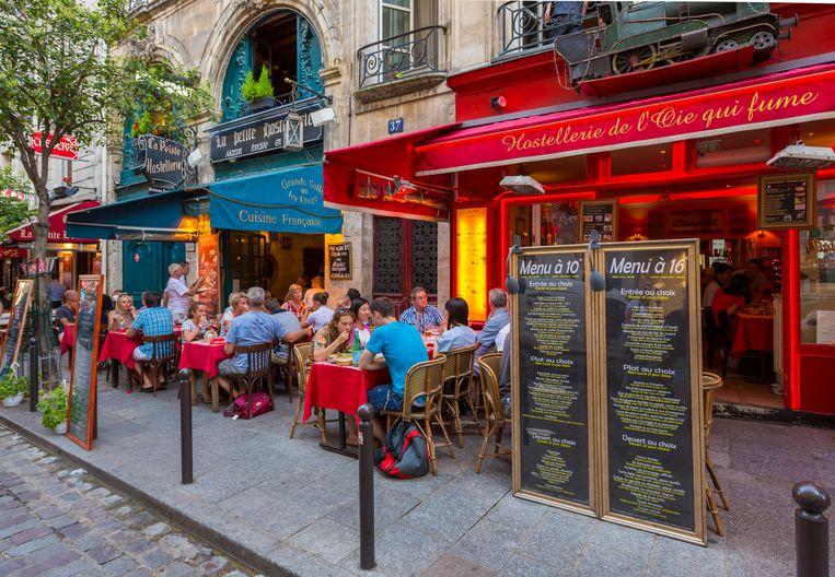 Ook op de terrassen in Frankrijk wordt de gezondheidspas verplicht. Beeld Getty Images