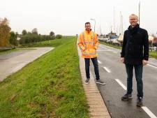 Monsterklus: met de precisie van een theelepeltje wordt de vervuilde grond aan de Westdijk verwijderd