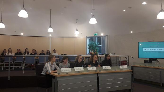Leerlingen van het Cambreur College gaven de gemeente Dongen het advies om een mbo-school te vestigen in Dongen.