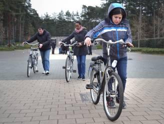 Buurtsport Ronse en Fietsersbond leren volwassenen fietsen