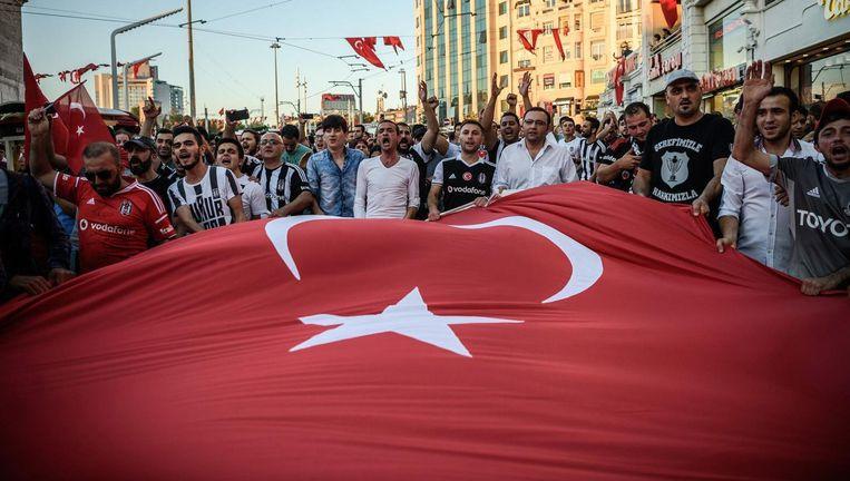 Erdogan-aanhangers in Istanbul. Beeld afp