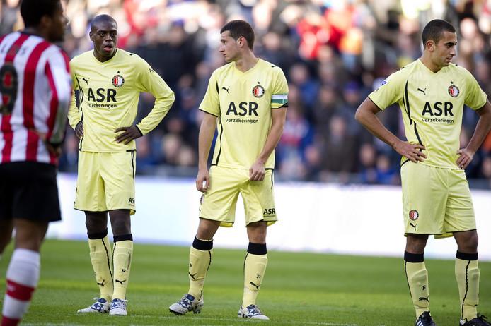 Bruno Martins Indi, Luigi Bruins en Adil Auassar (van links naar rechts) druipen af, Feyenoord verliest met 10-0 van PSV.