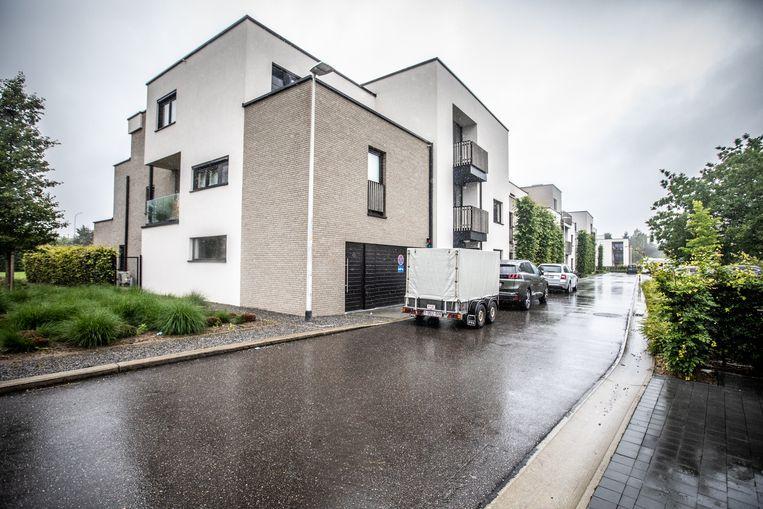 Het appartementencomplex aan de Luikersteenweg in Sint-Truiden is amper zes jaar oud, maar is onbewoonbaar verklaard omdat de houten structuur door en door rot blijkt. Beeld Mine Dalemans