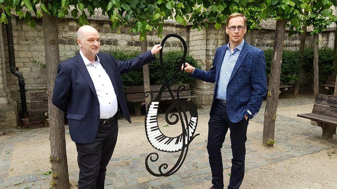 Jacques Kinnaer en Bart Debbaut kondigen het tweede seizoen van Klassiek in de Kapel aan.