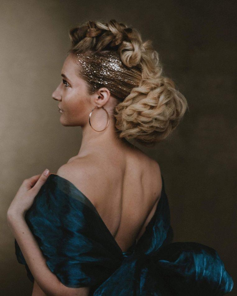 Medewerkster Céline Nouwynck won de fotowedstrijd 'Wall of Fame' in de categorie youngster op The Hair Games.