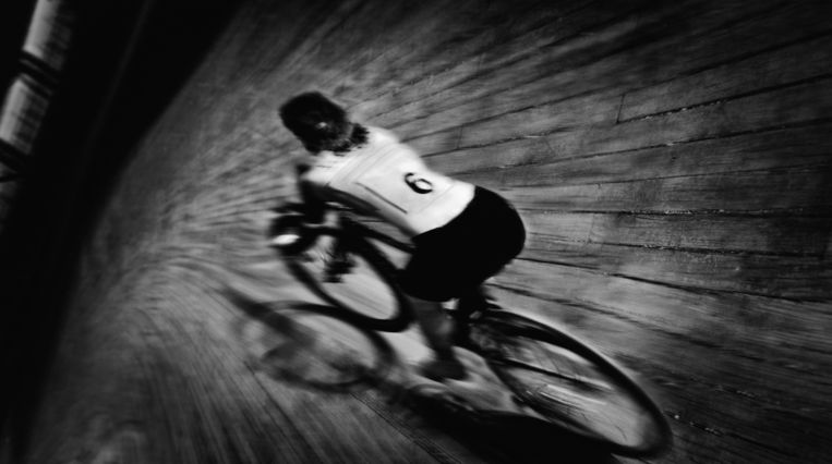 De wielerpiste van Vigorelli in Milaan, waar de Giro van 1924 arriveerde. Beeld Ilona Kamps