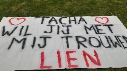 Honderdduizenden VTM-kijkers zien huwelijksaanzoek van Lien. Vriendin Tacha zei ja!