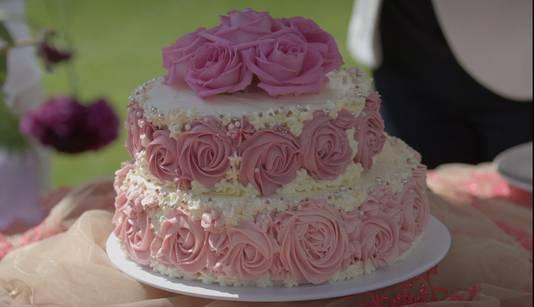 """Cosmetisch arts Shai maakte een taart met rozen. ,,Ik hou van perfectie."""""""