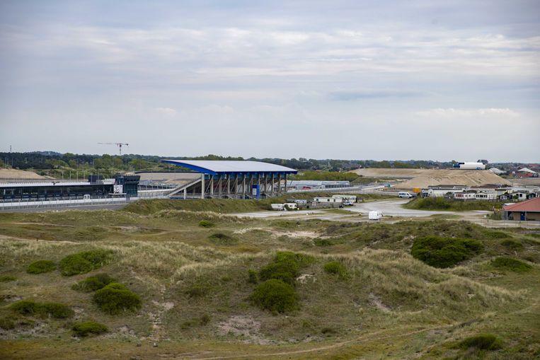 Het circuit van Zandvoort lag er verlaten bij op de dag dat de Grote Prijs van Nederland zijn rentree zou vieren. Vanwege het coronavirus waren alle sportevenementen uitgesteld. Beeld ANP