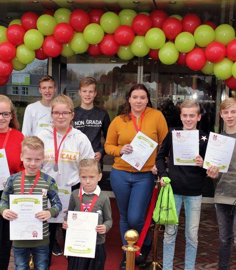 Inzet van tien jongeren uit Hardenberg beloond met Jeugdlintje