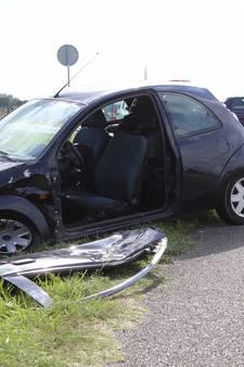 Vrouw raakt bekneld in auto door ongeluk bij Zuilichem; slachtoffer naar het ziekenhuis