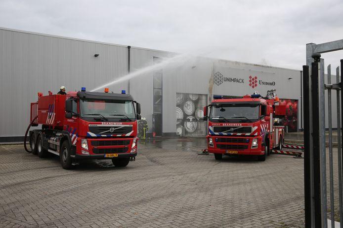 Brandweer aanwezig bij een loods in Rucphen.