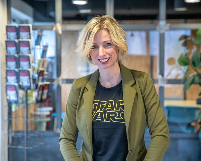 Carlijn Postma is eigenaar van het snelgroeiende marketingbedrijf The Post en auteur van Bingemarketing. Zij kopieert als het ware het format van een succesvolle televisieserie waarvan je gemakkelijk een paar afleveringen achter elkaar bekijkt naar de marketingpraktijk.