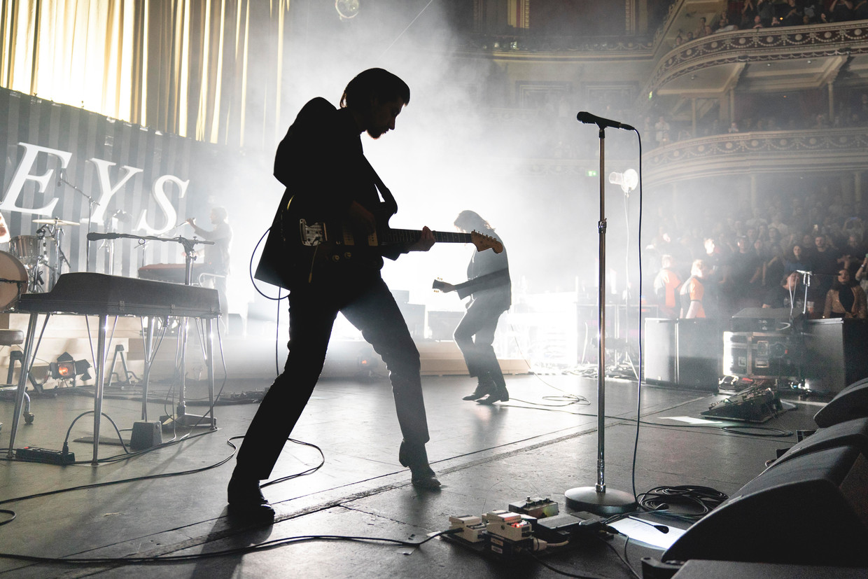 ARCTIC MONKEYS with Cameron Avery supporting, performing at the RAH Beeld ANDY PARADISE