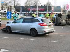 Auto belandt op zijkant bij ongeluk in Harderwijk
