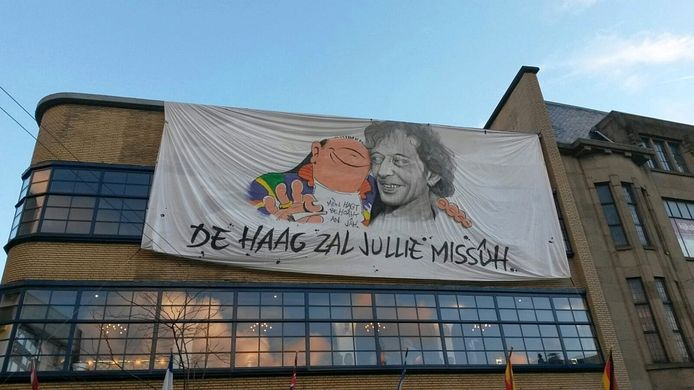 Het eerbetoon aan Haagse Harry en Marnix Rueb dat al eerder in het ADO-stadion was te bewonderen.