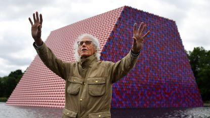 Wereldberoemde kunstenaar Christo, bekend van zijn 'inpakkunst', overleden op 84-jarige leeftijd
