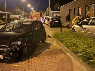 Automobilist (26) verliest rijbewijs na botsing tegen geparkeerde wagen in Rumbeekse centrum