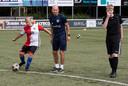 G-Teams  krijgen een training van de hoofdtrainer Reinier Robbemond van De Graafschap op het sportpark in Lichtenvoorde samen met assistent  Richard Roelofsen.