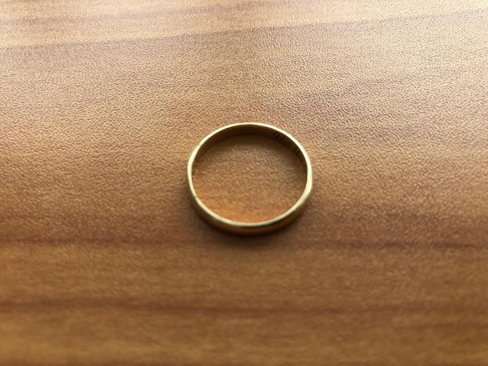 Ed Reitsma wil heel graag zijn trouwring weer terug. Er staat de inscriptie 'Marietje 30-08-1968' in. (illustratie is niet het verloren sieraad)