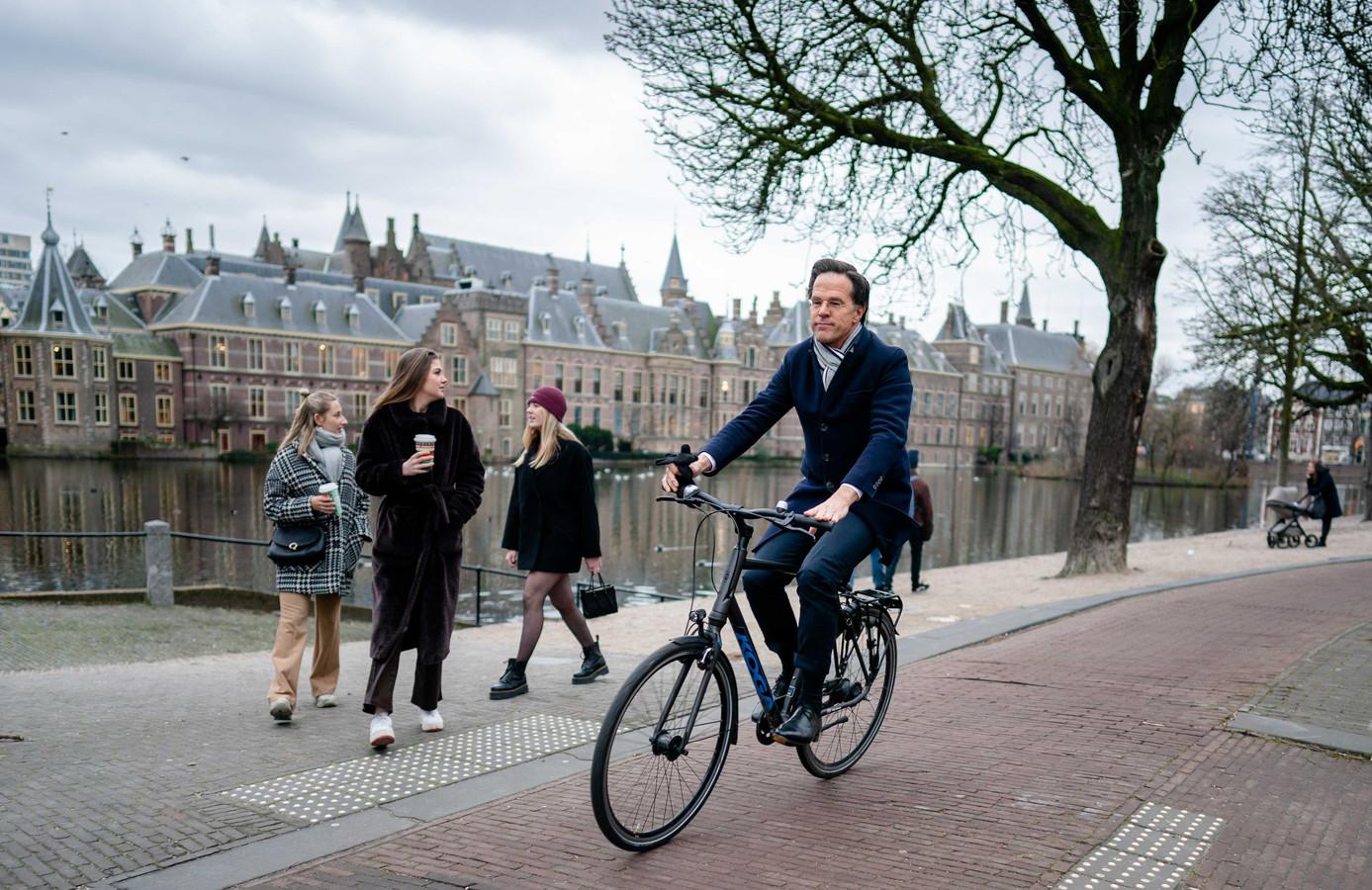 Demissionair Premier Mark Rutte was vrijdag op zijn Koga F3 onderweg naar koning Willem-Alexander om het ontslag aan te bieden van zijn kabinet. Het kabinet besloot op te stappen na het vernietigende rapport over de toeslagenaffaire.