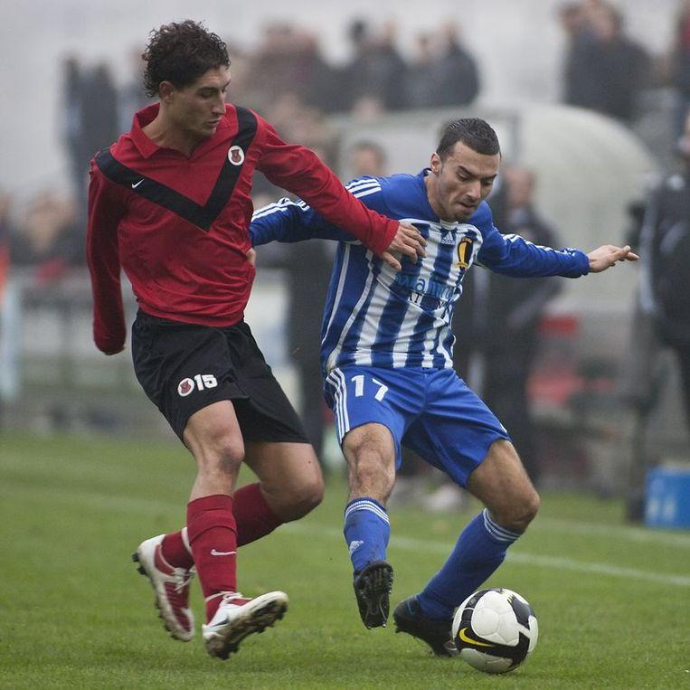 Magid Jansen (L) van AFC in duel met Omar Boukhari. Foto Marcel Israel Beeld