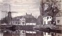 Runmolen De Hoop aan de Grote Koppel op een foto uit 1865. Hij was toen al herbouwd, na een brand in 1763. Vanaf 1848 deed hij dienst als korenmolen. De wieken draaiden hier van 1617 tot 1876. Geheel rechts staat het inmiddels ook gesloopte graanpakhuis De Spijker.