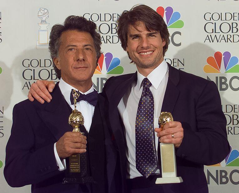 Winnaars Dustin Hoffman en Tom Cruise bij de Golden Globes in 1997 Beeld Getty Images