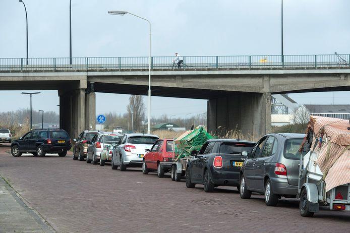 Maart 2020: drukte bij het milieustation aan het Spinveld, de gemeente treft maatregelen om de files te voorkomen.