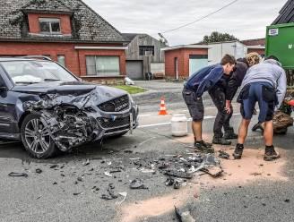Vrouw en baby lichtgewond na crash tegen vrachtwagen in Brakel