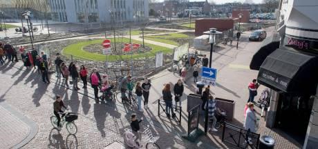 Urenlange rij voor Tielse ijssalon: 'Het is een uitje geworden'