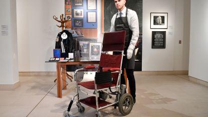 Rolstoel Stephen Hawking geveild voor maar liefst 340.000 euro
