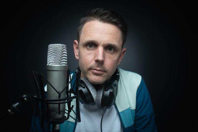 Cabaretier Wouter Monden maakt de Elektra Podcast, vernoemd naar het Sliedrechtse jongerencentrum.