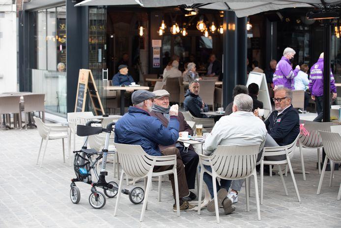 Een stormloop in Hasselt was het voorlopig nog niet, wél fijne gezelschappen die al van de eerste koffies kwamen proeven.