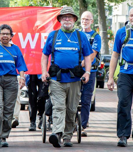 Nijverdaller Gerard Althoff (76) is weer thuis na meer dan 1400 kilometer wandelen voor KWF