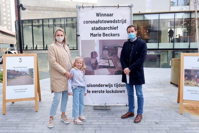 De jonge Hasseltse Elise heeft de fotowedstrijd van het Hasseltse stadsarchief gewonnen.