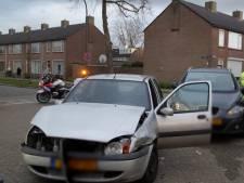 Gewonde bij ongeluk tussen twee auto's op kruising in Waalwijk