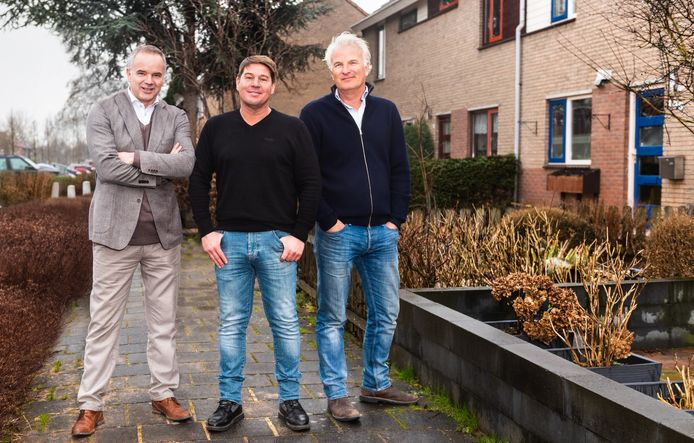 Het trio van Kopen Zonder Kijken: Martijn Krabbé met makelaar Alex en bouwkundige Bob.