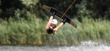 Lucas uit Enschede is de beste wakeboarder van Nederland: 'Ik zag een paar jongens vliegen en dacht: dat wil ik ook'