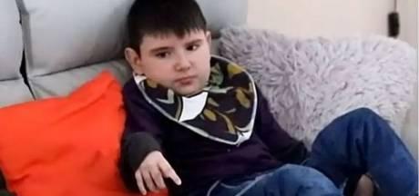 Nolan (10) eet besmette hamburger van Lidl en sterft acht jaar later: 'Einde van jarenlange kwelling'