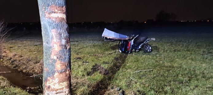 De auto brak in twee, voor het slachtoffer kwam alle hulp te laat