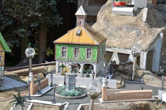 Bouwwerken die hij op reis in Duitsland of Zwitsersland spotte, maakte Lucien na in miniatuurvorm.