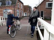 Op deze steile brug in Kockengen gaat de één na de ander onderuit: 71-jarige breekt haar zitbeen