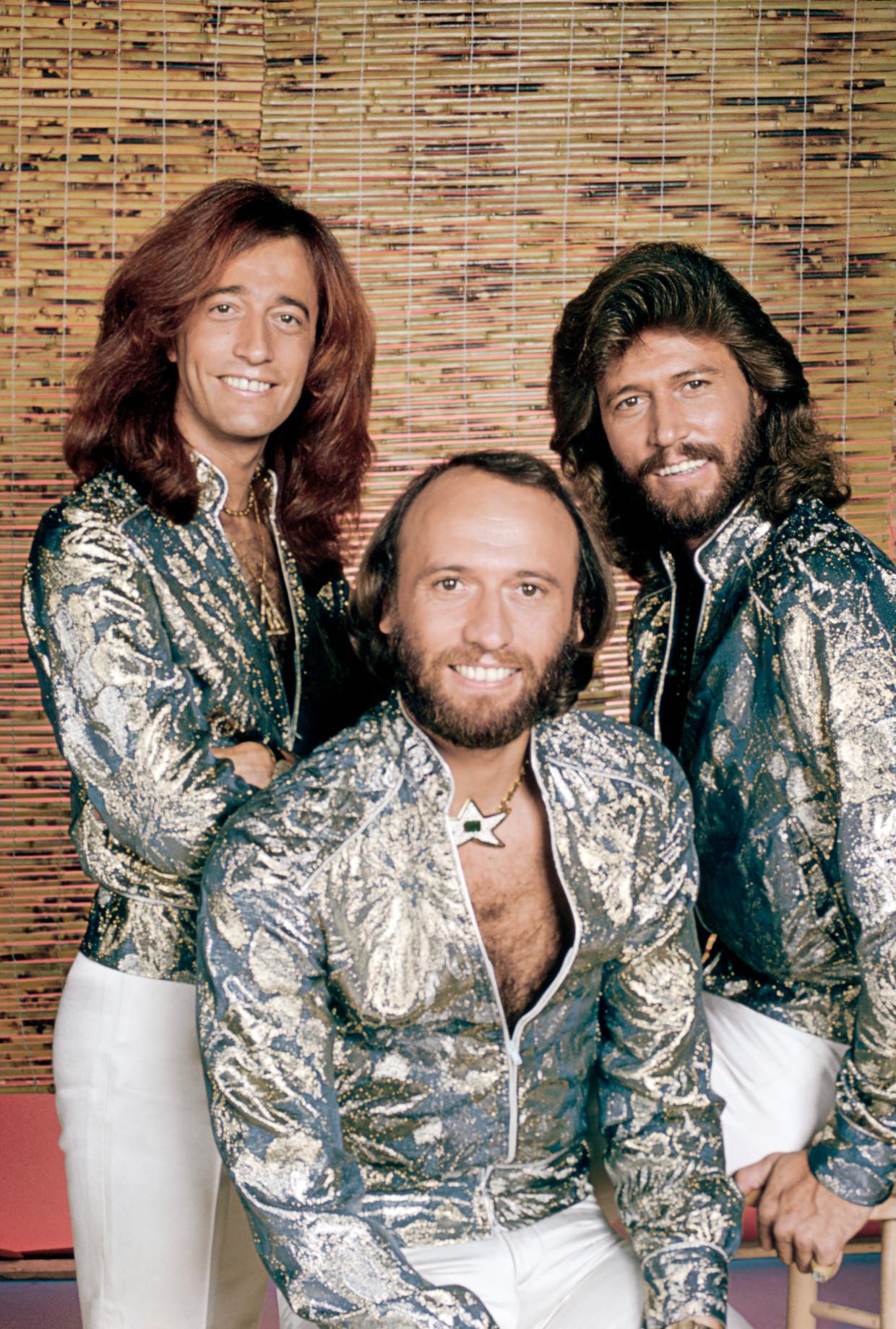 De broers Gibb: Robin (links), Maurice (midden) en Barry (rechts). 'Niets is belangrijker dan familie. Als we nooit succes hadden gehad, hadden we misschien meer plezier gemaakt.' Beeld NBCUniversal via Getty Images