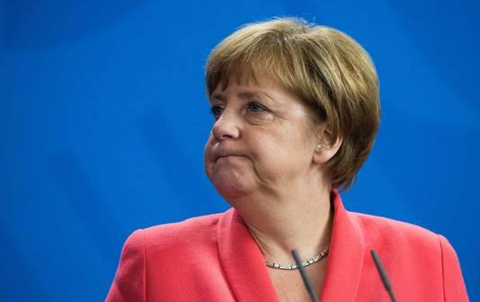 Angela Merkel tijdens de persconferentie met Stoltenberg